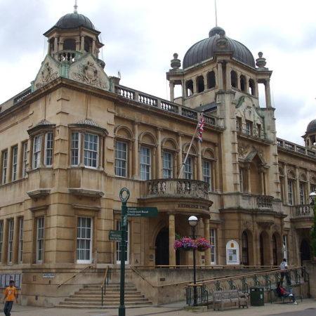 redbridgetownhall- creativecommons-image