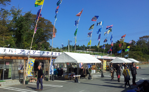 Isatomae-Fuko Shopping Area, a temporary shopping street created by local people and businesses